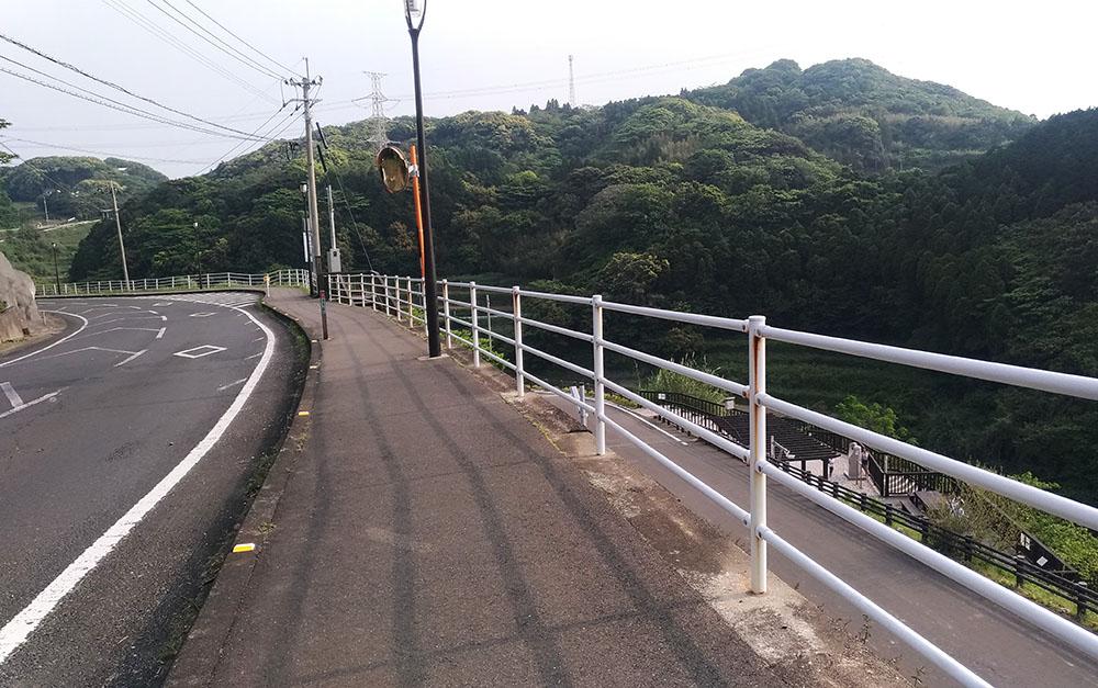 浜野浦の棚田展望台に続く道