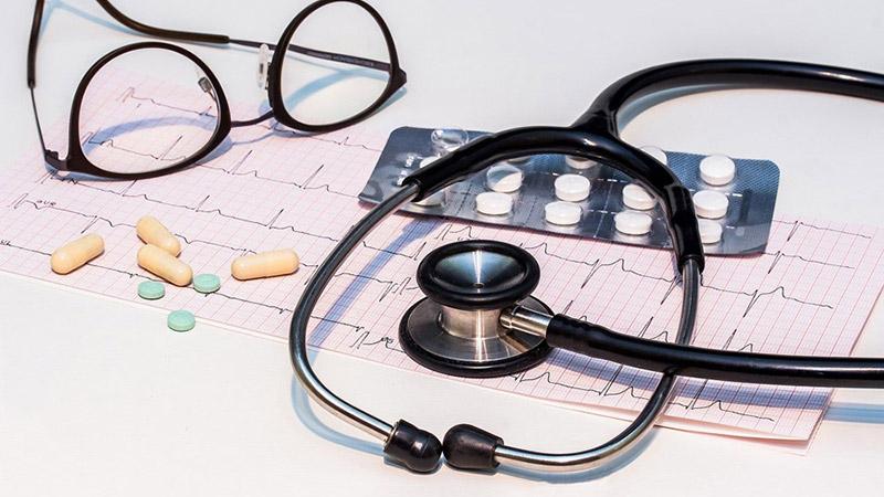 聴診器や薬