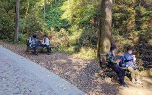 高尾山1号路にあるベンチ